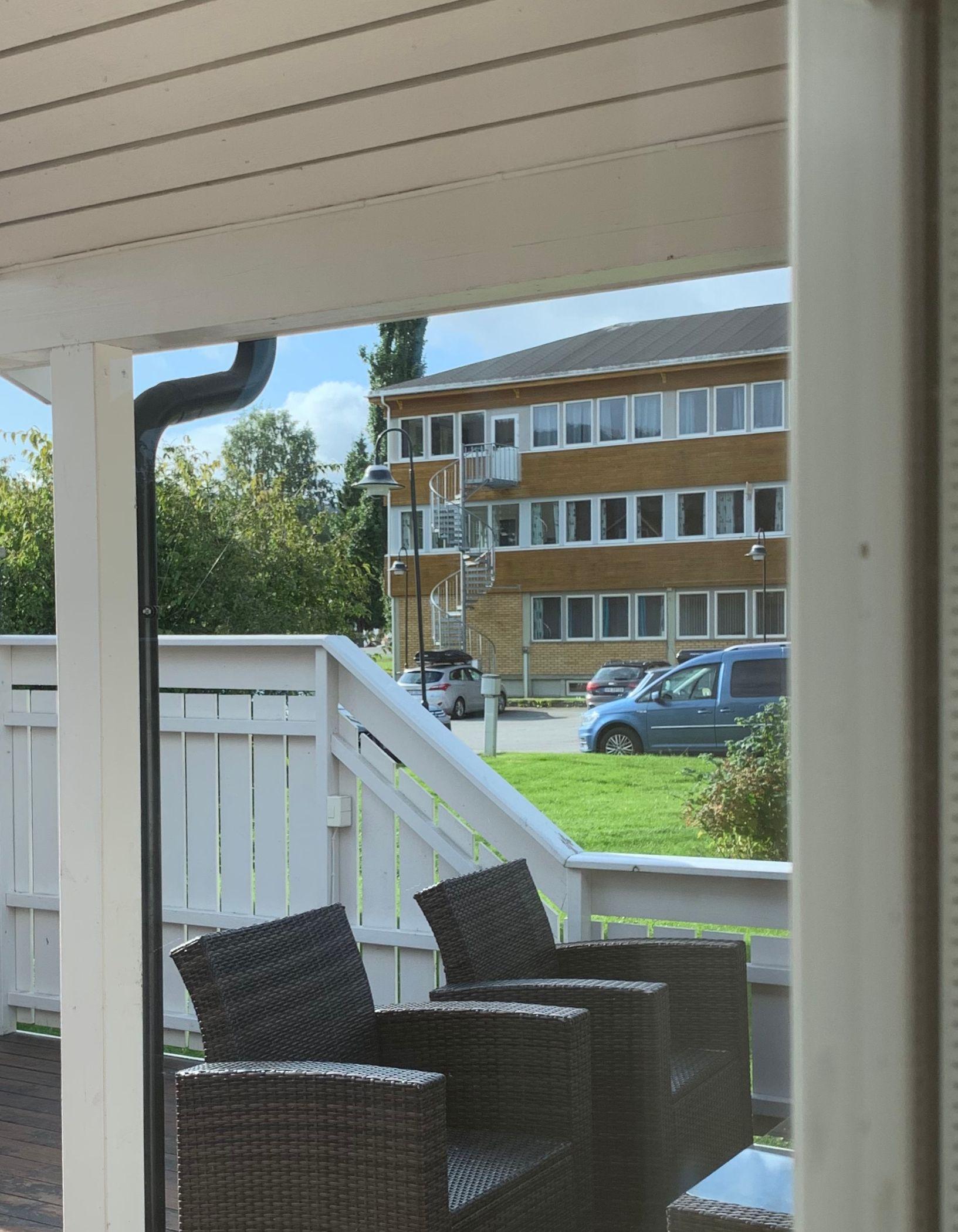 Utsikt fra Eggens veranda til E-verket.jpg