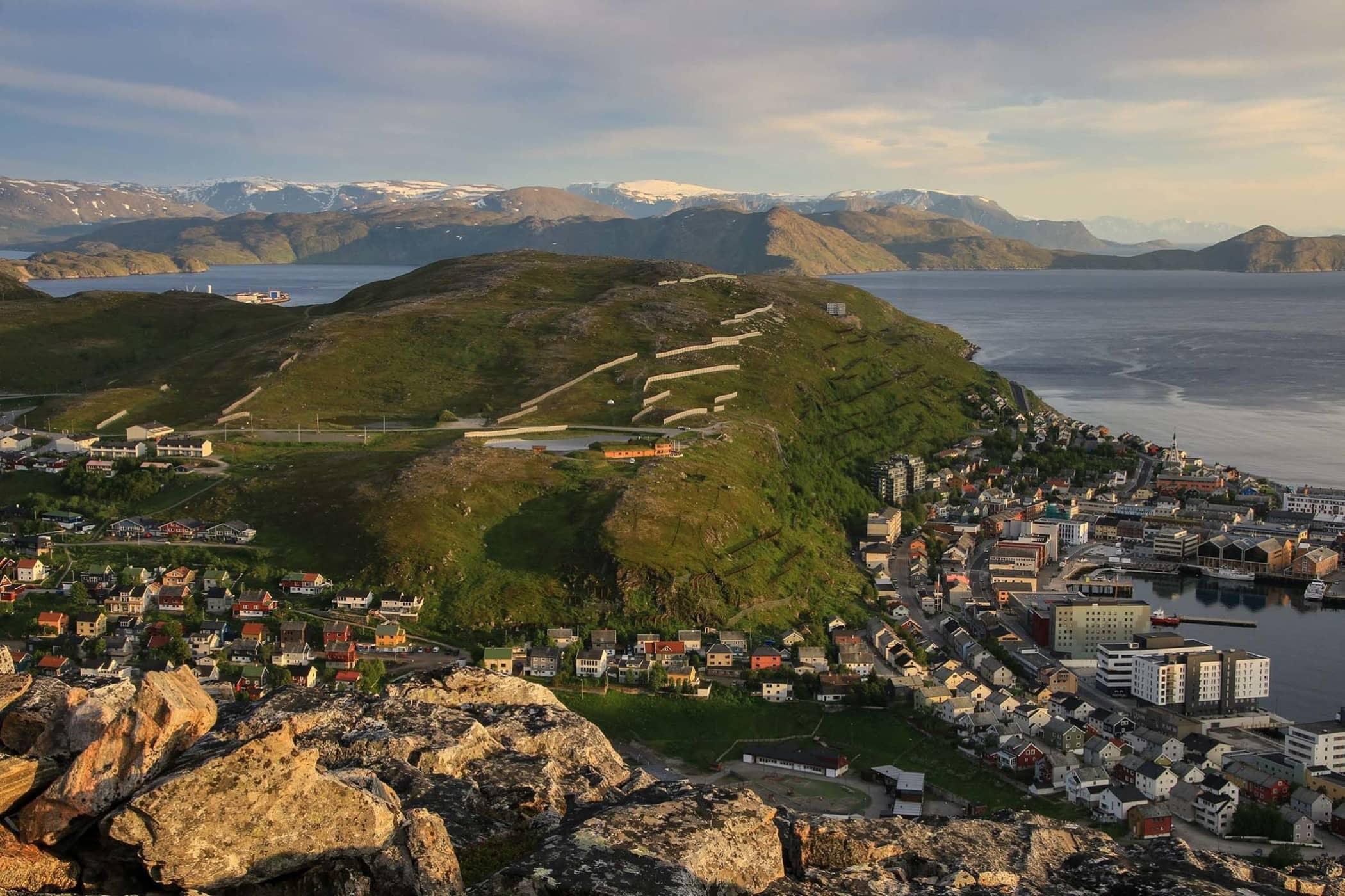 Hammerfest og Salenfjellet. Kredritering-  Per-Jonny Rehnlund.jpg