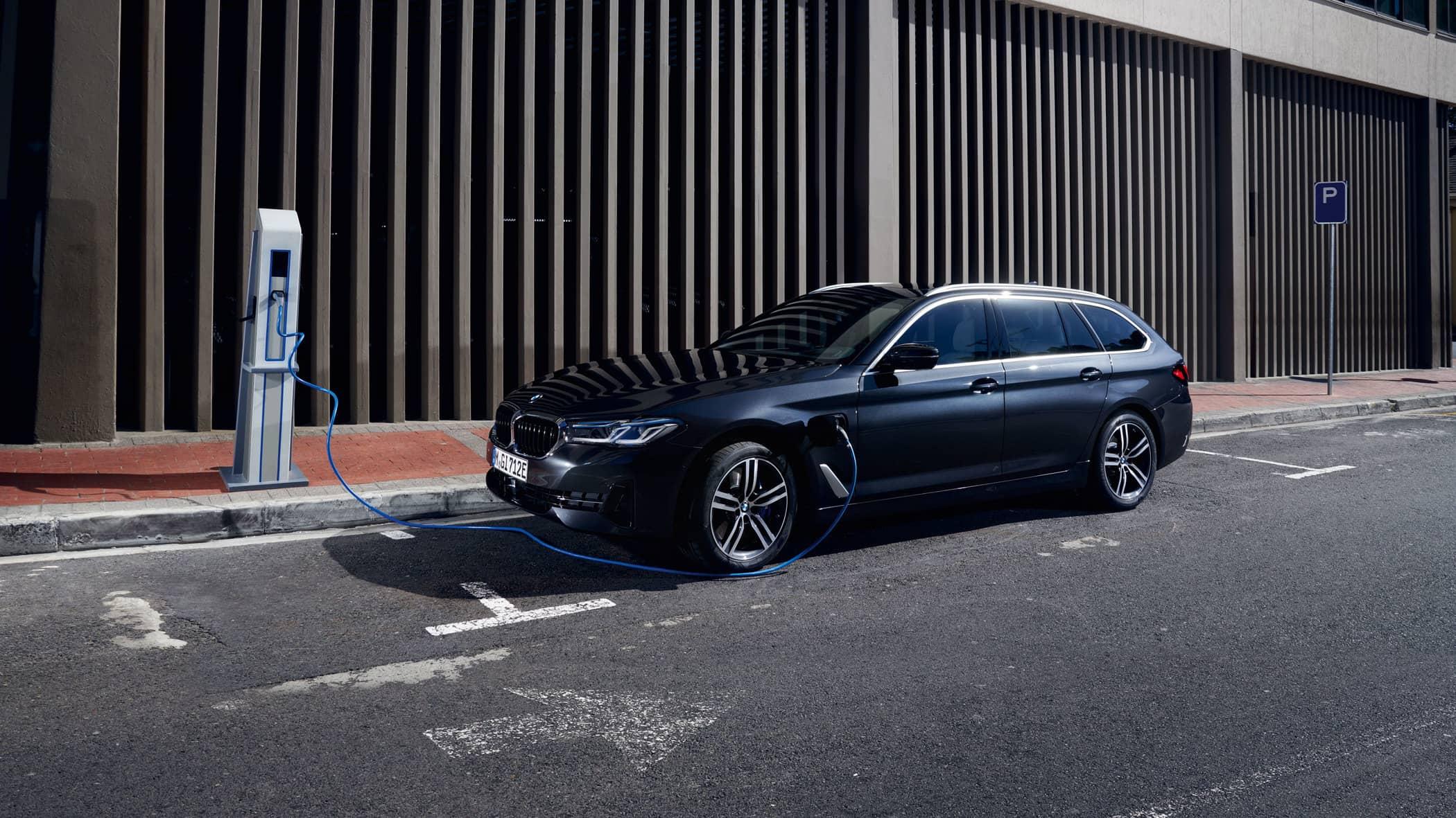 BMW-530e-xDrive-Touring-LCI-G31---1-NY.jpg